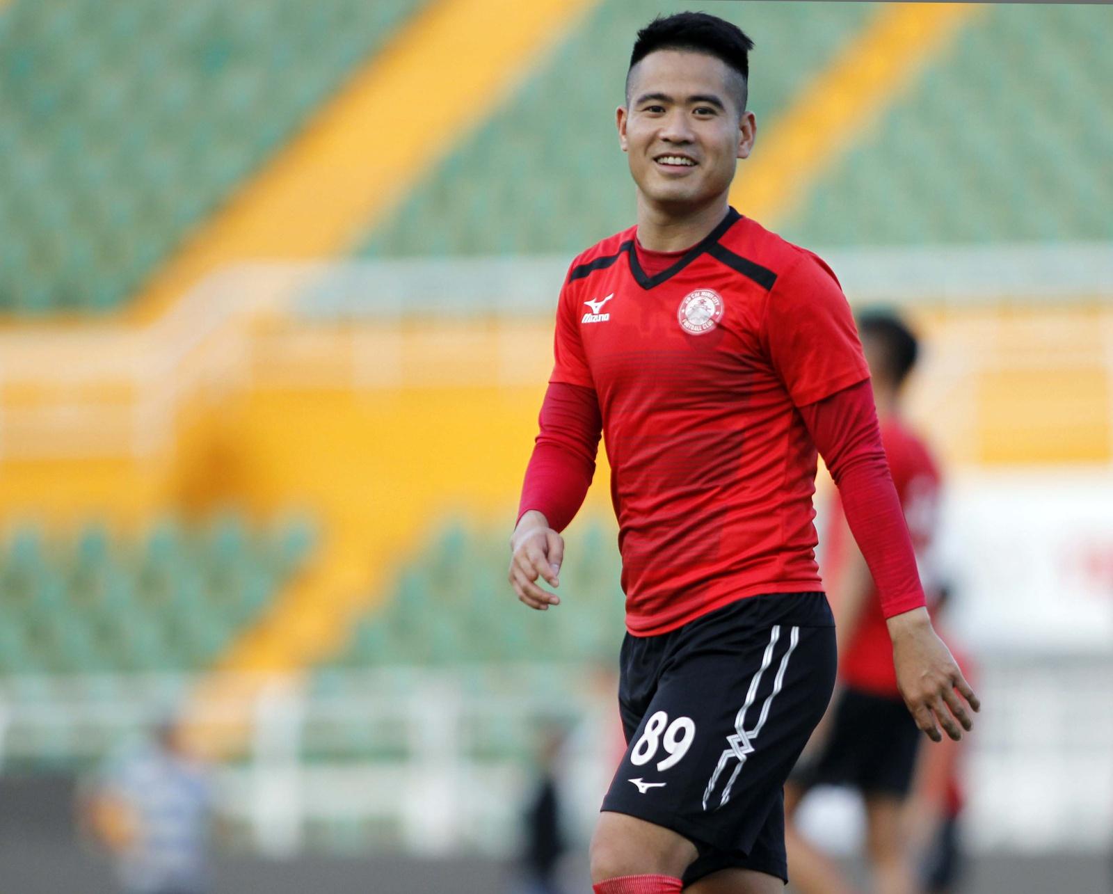 Trong 10 năm thi đấu chuyên nghiệp, Âu Văn Hoàn khoác áo 4 đội bóng.