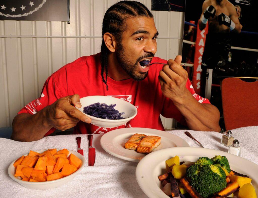 Giải đáp bí mật chế độ ăn của cầu thủ bóng đá Việt