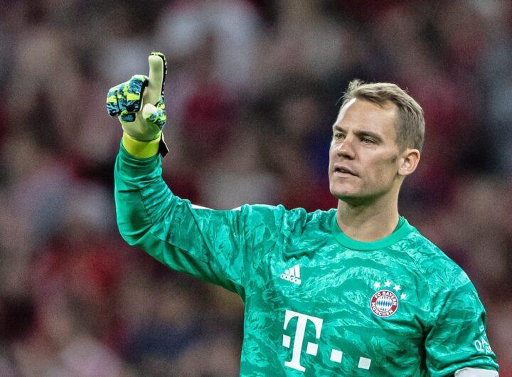 """Joachim Low bảo vệ Neuer trước những cáo buộc """"hết thời"""""""