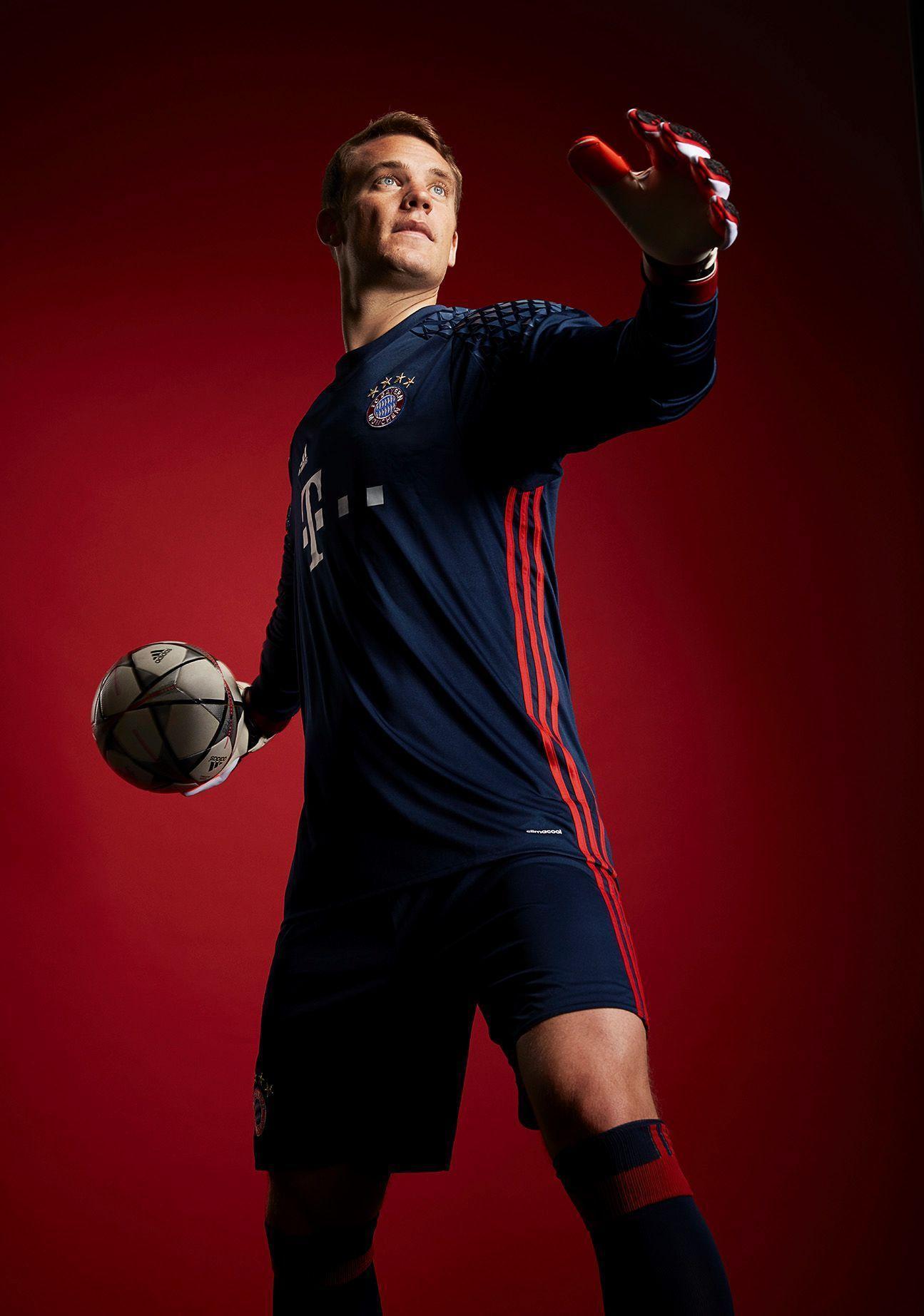 Chia sẻ của HLV Joachim Low về Neuer