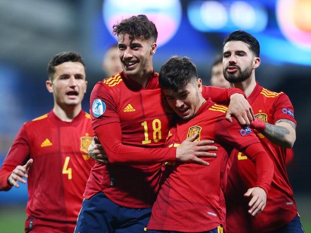 Tây Ban Nha thắng đậm ở trận khởi động